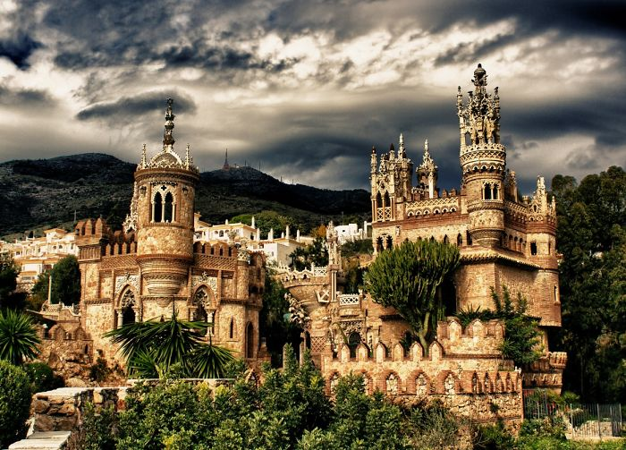 Post-The-Most-Wonderful-Castles-Around-The-World1__700