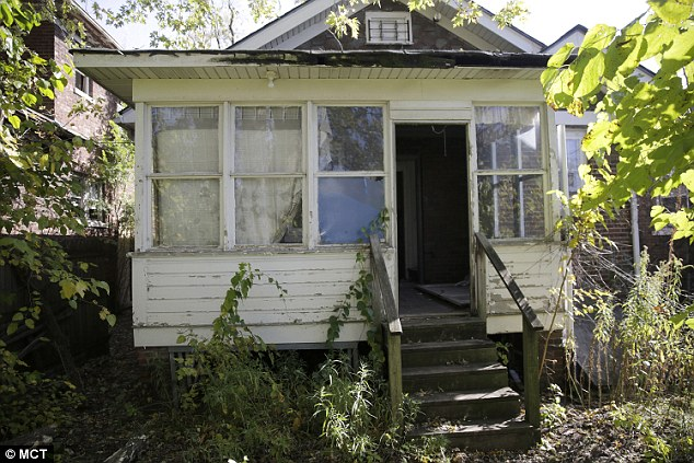1413829469844_wps_45_The_abandoned_house_at_43